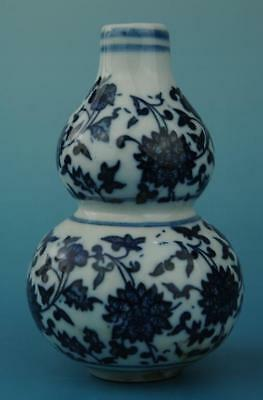 chinese old Blue and White porcelain flower pattern gourd shape vase