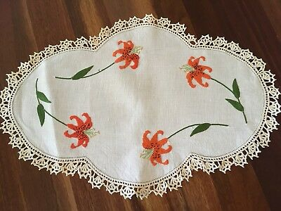 Stunning vintage linen hand embroidered Tiger Lily Large Centrepiece Doily Exc