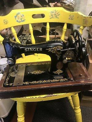 Antique SINGER Sewing Machine Hand Crank  128k from 1918  With Hard Case