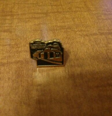 McDonald's 1998 outstanding restaurant pin in nice condition
