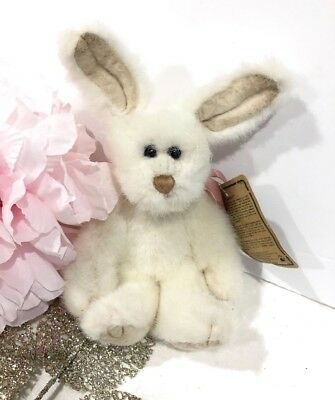 Boyds Bear Rabbit Elizabeth Collectors Exclusive Item Plush Bunny Easter w Tags