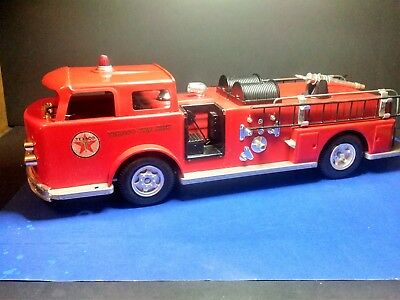 EASTER GIFT VINTAGE 1960s CHILDHOOD TEXACO FIRE CHIEF FIRE TRUCK w ORIGINAL BOX