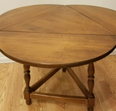 Attractive Vintage Heywood Wakefield Clover Triangle Drop Leaf Side End Side Table  Stand