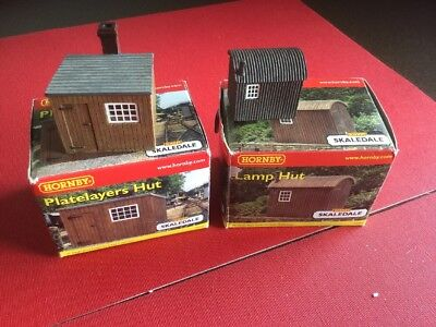 Hornby Railways R8586 Platelayers Hut & R8585 Lamp Hut Boxed.