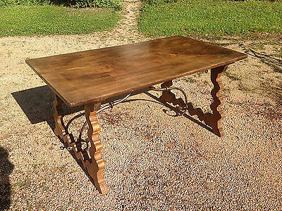 RARE TABLE EN NOYER, ESPAGNE, XVIIème SIÈCLE  WALNUT TABLE, SPAIN, 17th CENTURY