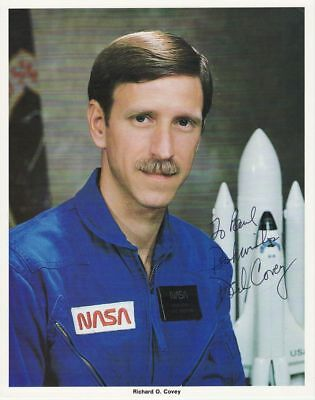 1985 USA STS-51-L photograph of Richard COVEY with orig. signature, 20x25 cm