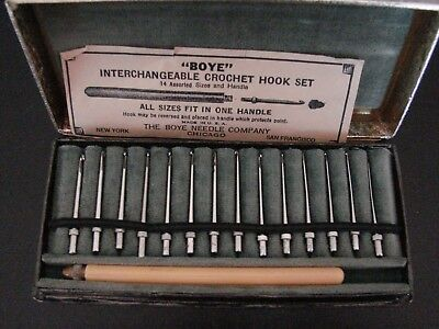 Vintage Boye interchangeable Crochet Hook Set 14 assorted sizes / handle in box