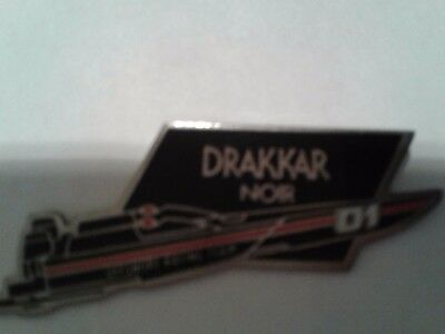 Pin's  Parfums / Guy Laroche  / Drakkar Noir / Offshore Racing Team    Superbe