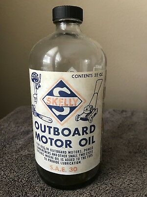 Skelly Outboard Motor Oil 32 oz. clear glass bottle in excellent condition