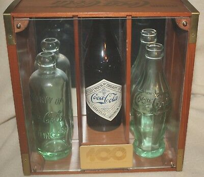 COCA COLA 100th ANNIVERSARY 3 BOTTLE DISPLAY CASE~HUTCH, AMBER, HOBBLE! NR!
