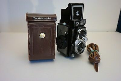 Yashica 44 LM Twin Lens Reflex camera,  4x4cm, c1959, with case, Nice!!