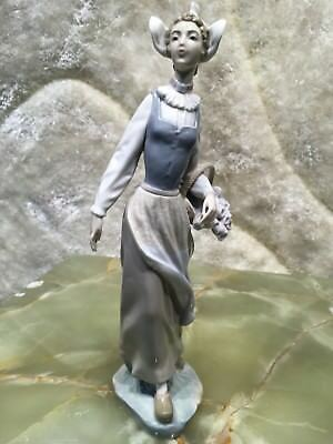 Hand Made Spain Lladro Figurin Girl With Flowers Basket Excellent Condition