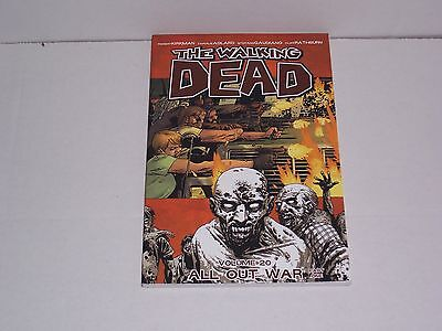 Walking Dead 20 - All Out War. New Paperback