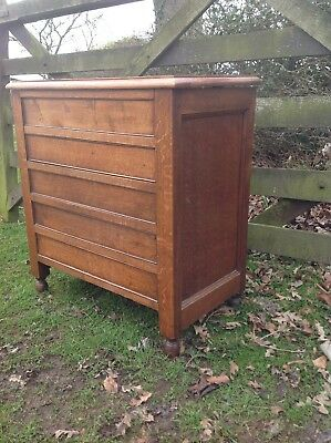 Antique / vintage oak commode cabinet excellent condition.