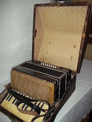 "Old Accordion in case "" Stahltöne "" Spielbar-Funktioniert"