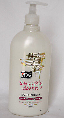 VO5 Smoothly Does It Heat Defence Conditioner Large Pump Bottle 750ml