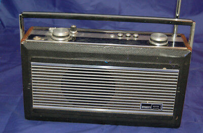 vintage roberts radio r900 spares or repair powers on but doesn't tune