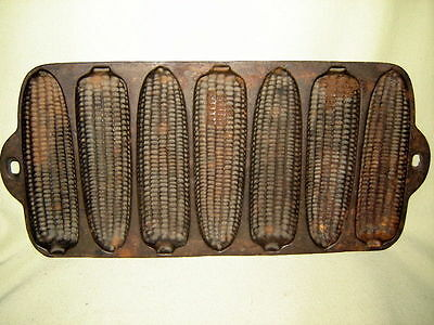 Vintage Cast Iron 7 Ear Corn Bread Muffin Pan/ Mold