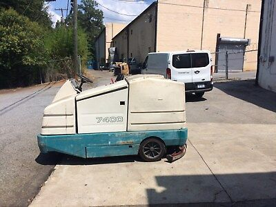 Tennant 7400 Ride On Sweeper & Scrubber LP Gas USED