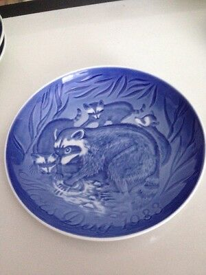 1983 Bing & Grondahl B&G Mothers Day Plate dish blue&white racoon Racoons BABIES