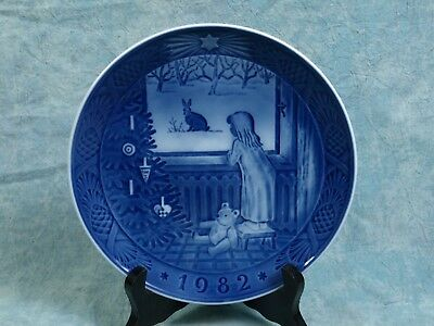 "ROYAL COPENHAGEN 1982 ""Waiting for Christmas"" Cabinet Collector Plate"