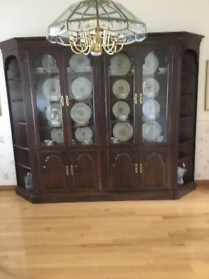 Ethan Allen Georgian Court Cherry Lighted Curio Cabinet Bookcase China