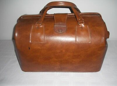 Vintage Status  Made by Rolis Luggage Sydney  Dr's Bag w Label Cheney Clips