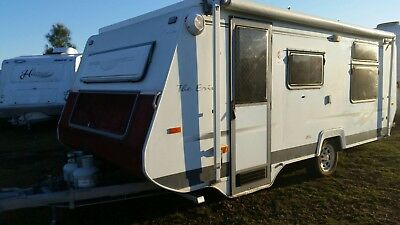 Avan Poptop Caravan ..The Erin Series...2004..roll out awning...nice inside..!!!