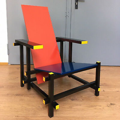Red and blue Chair - Gerrit Rietveld - Cassina - Markanto.de