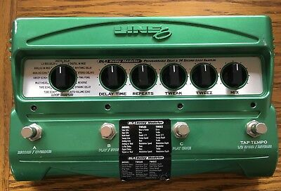 Line 6 DL-4 Delay Modeler Guitar Effects Pedal & Power Adapter
