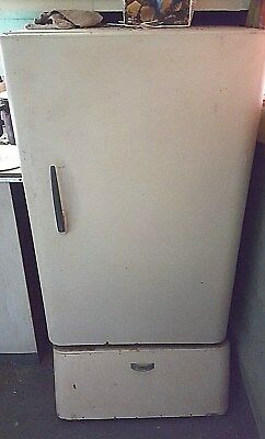 """Antique Wooden """"coolerator"""" Ice Box... Useable"""