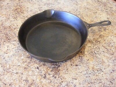 Vintage/antique Blacklock (Lodge) No. 9 Cast Iron Skillet/pan