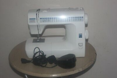 Fantastic!! Toyota RA41 RS2000 SERIES Sewing Machine - Great condition