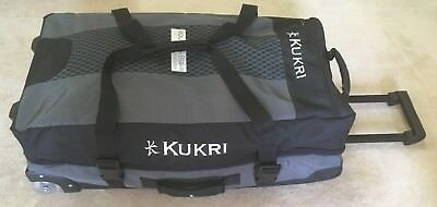 Kukri Sports Wheeled/Rolling Duffle Bag / Travel Luggage