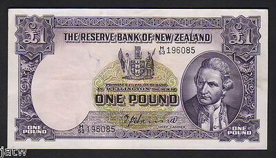 NEW ZEALAND P-159a. 1 Pound (1953) - Hanna.  Letter over Date H/53.. EF