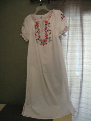 Vintage Hungarian Embroidered Nightgown Size 40 US 10? Short sleeve.Floral