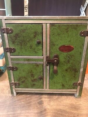 chilled air ice box salesman sample in good condition for its age
