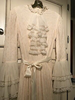 Vintage Ivory Lace Wedding Gown Size 2 With Cathedral Length Train