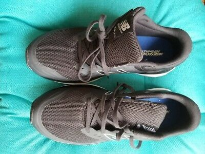 Nwot Mens Black New Balance Light Weight Sneakers Athletic 10M