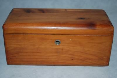 Vintage MINIATURE LANE CEDAR CHEST Boston, Mass. TRINKET JEWELRY BOX EUC