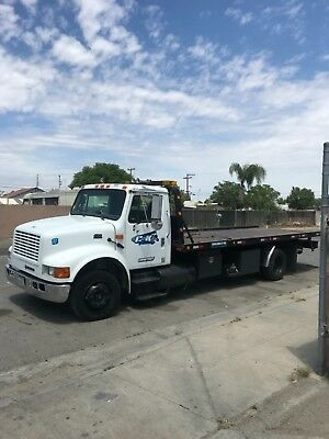 2001 International 4700 Flatbed Tow Truck