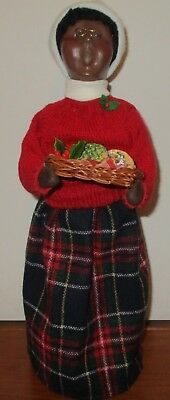 """The Carolers Byers Choice African American Women With Basket Of Cookies 13"""" Tall"""