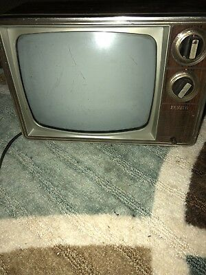 Vintage CRT Zenith TV in perfect working condition