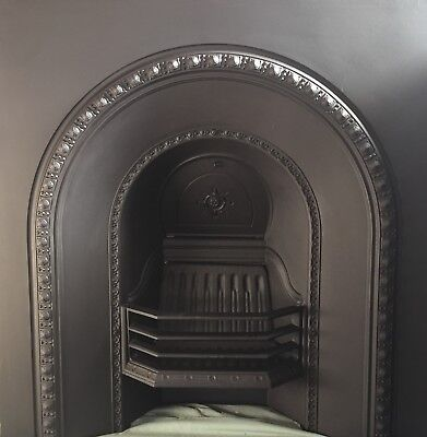 Beautifully detailed arched Victorian/Edwardian cast iron fireplace