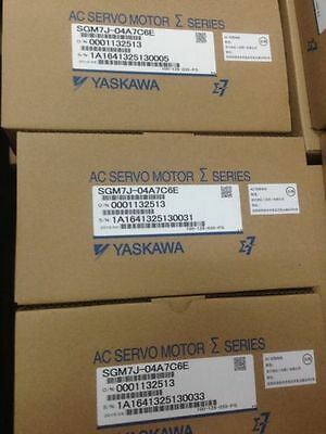 1PCS NEW IN BOX Yaskawa servo SGM7J-04A7C6E