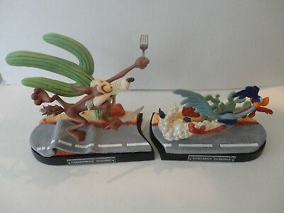Goebel Looney Tunes Spotlight Road Runner & Wile E Coyote 2 Piece Set on Bases