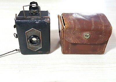 VINTAGE Zeiss Ikon Baby Box Camera In Leather Case ( Untested )