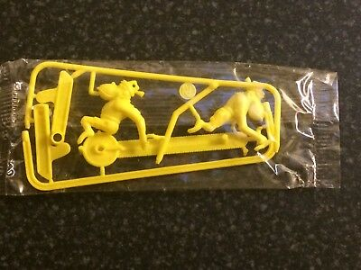 R&l Cereal Toy 1975 Wacky Walkers ~Yellow ~ Aussie Kelloggs