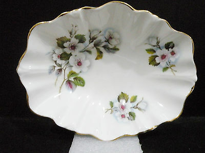 "Duchess oval Dish, white roses / floral pattern  (6 1/8"" x 1 3/8"")"