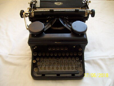 Vintage ROYAL Typewriter.  Can be posted, collected in person or by courier.